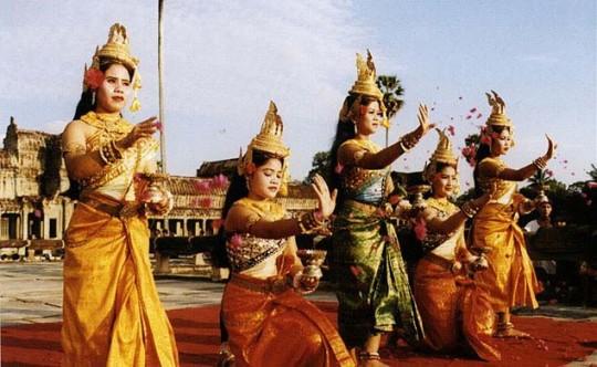 Robam Jun Por (Blessing Dance)