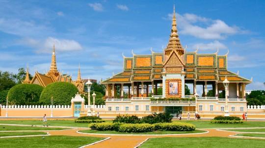 Royal Palace (Preah Barum Reachea Veang Chaktomuk Serei Mongkol)